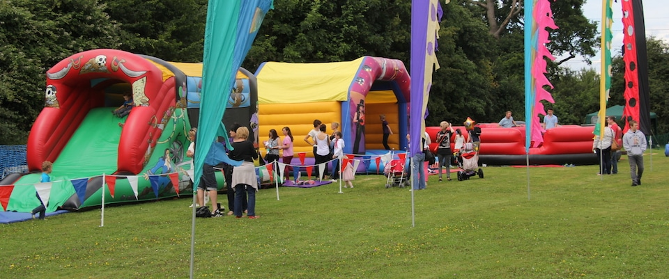 Bbc inflatables bouncy castle hire worcestershire for Hire a swimming pool for the garden